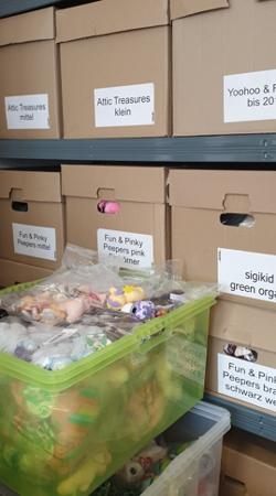 Lager Kuscheltierladen: jede Menge Kartons...
